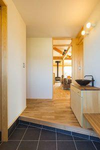船場H邸 玄関2 平屋、スキップF、薪ストーブ 茨城県水戸市宇津建築設計事務所実績例