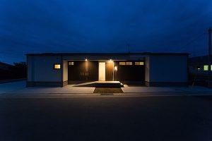大宮F邸 二世帯住宅 外観夜間 茨城県水戸市宇津建築設計事務所実績例